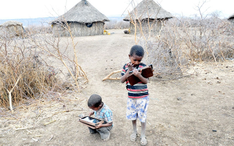 Spannendes Experiment: Tablet PC ersetzt Lehrer in Afrika